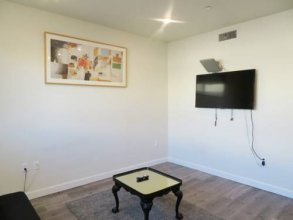 Fully Furnished Apartments near Hollywood