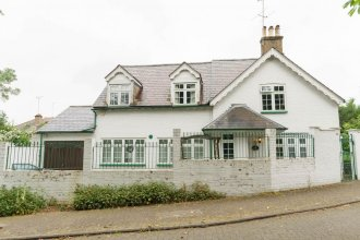 NEW Cosy 3 Bedroom Detached House West Finchley