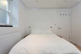 2 Bedroom House in Primrose Hill