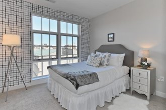 Contemporary 2BR w/ Pool South Capitol
