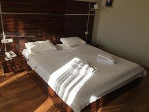 Iyonya Hotel