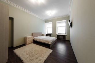 Two-room apartment on Nevsky 81