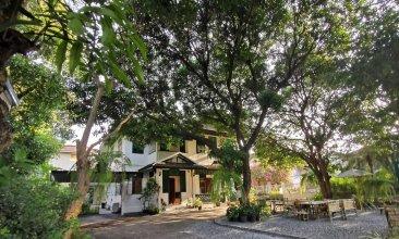 24 Samsen Heritage House