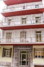 Cozy Hostel Close To Piraeus Port And Zea Marina - 4 Br Home