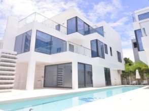 Pattaya Super Luxury 8 Bedroom Independent Pool Villa