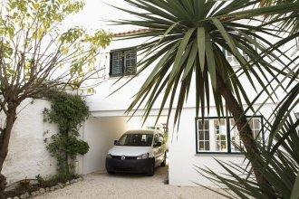 Cushy Apartment with garden in Estoril
