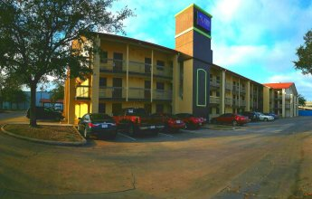 Red Roof Inn & Suites Houston - Hobby Airport