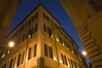 Отель Adriano