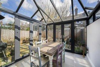 2 Bedroom House With Garden in Battersea