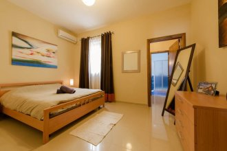 Luxury Holiday Apartment IN Qawra