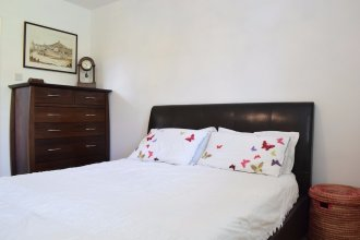 1 Bedroom Apartment With Balcony in Putney