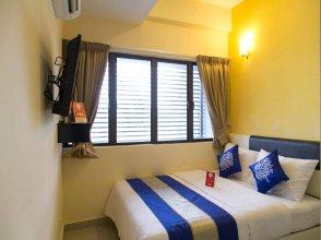 OYO 220 Hotel Sri Maluri