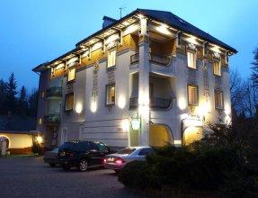 Отель Эней