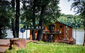 San Art Floating Hostel&Apartments