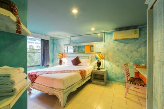 Barefoot Hotel Kalim Beach Front
