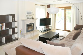 House With 4 Bedrooms in Kuşadası, With Private Pool and Enclosed Garden - 2 km From the Beach