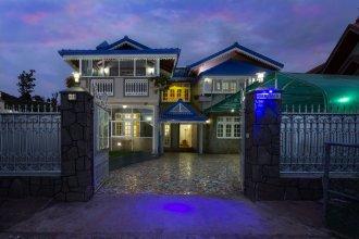 Camellia Lake Resort
