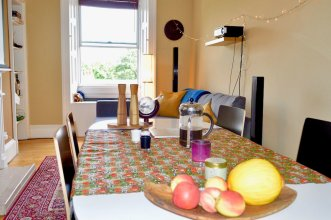 Homely 2 Bedroom Flat Next to Botanical Gardens