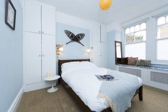 Stylish 2BR Garden Apartment in West London