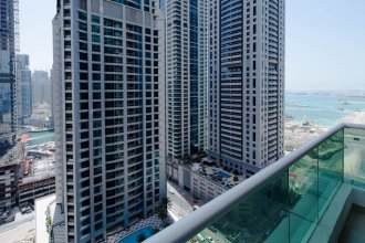 Bright + Spacious 1BR in Dubai Marina