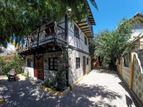 Hidden House Hostel Montañita