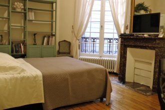 Apartment Living in Paris - Palais Bourbon