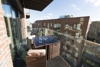 Stunning 1BR with Balcony in Zone 1!