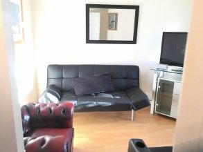 My-Places Large 4 Bed Town House (14A)