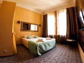 Отель Амплуа
