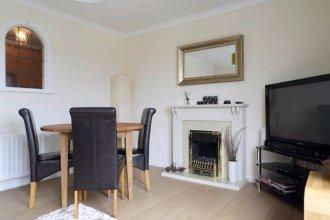2 Bedroom Apartment off Leith Walk Sleeps 5