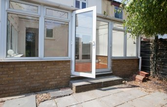 Spacious 3-br House W/conservatory in Greenwich