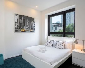 Sleek 3BR in White City by HolyGuest