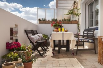 Bright & Beautiful 3 BD Apartment With Private Terrace. Magdalena Terrace