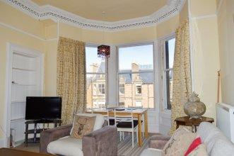 Spacious 4 Bedroom Apartment in Edinburgh