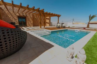 House - 1 Bedroom with Pool and WiFi - 106778