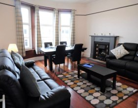 4 Bed Apartment, Paisley - Near GLA Airport