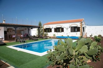 Villa With 4 Bedrooms in Las Palmas, With Wonderful Mountain View, Private Pool, Enclosed Garden - 20 km From the Beach
