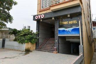 OYO 230 Titanic Hotel
