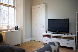 Homely 1 Bedroom Edinburgh Apartment Near Canal