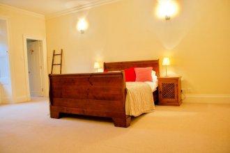 2 Bedroom Flat In Newtown, Edinburgh