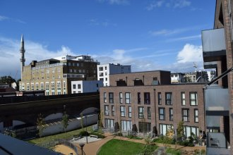 1 Bedroom Apartment With Balcony Near Regent's Canal
