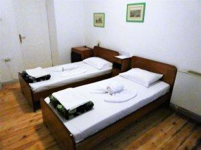 Fivos Hotel - Hostel