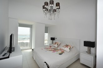 Cayan Tower by Deluxe Holiday Homes