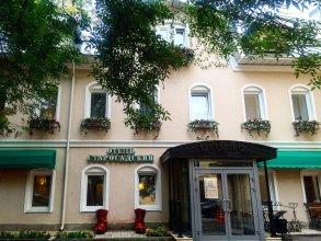 Hotel Starosadskiy