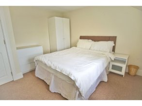 Spacious, Bright, Festival Flat for 6 at Meadows