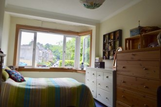 2 Bedroom Flat In Morningside With Private Garden
