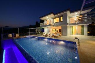 Villa Oscar by Akdenizvillam