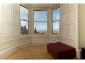 Spacious 1BR Flat With View in Edinburgh -sleeps 4