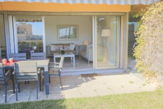 Jardin Figuiers AP4123 by Riviera Holiday Homes