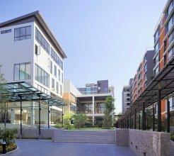 Balcony Courtyard Hotel & Serviced Apartments